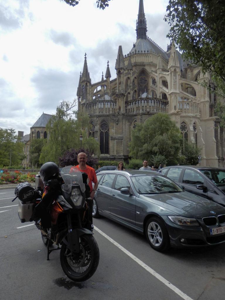Der Smarte (sieht einfach soooo gut aus mit seinem Bart) mit seiner Schönen in Reims